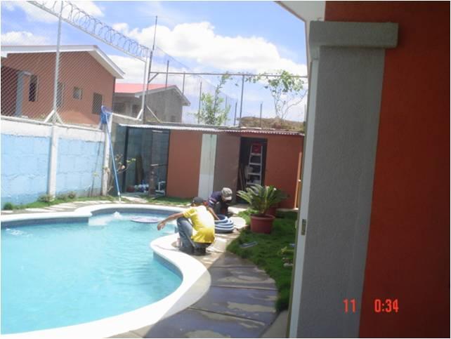 Vendo casa con piscina residencial palmanova for Piscina granada centro