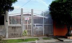 Casa en venta en Residencial Altos de Motastepe con mejoras, terreno 317 v2